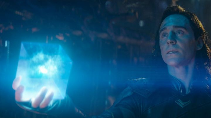 the Tesseract taken by Loki (Tom Hiddleston) in Avengers : Infinity War - Movie Outfits and Products