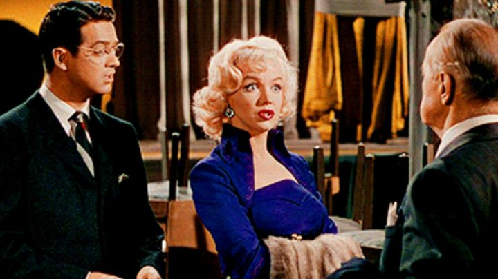 the adornment of jewelry of Marilyn Monroe in gentlemen prefer blondes - Movie Outfits and Products