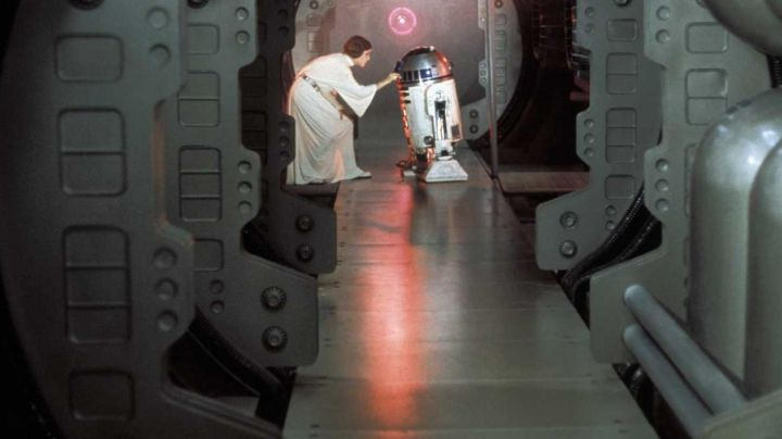 the belt of the Princess Leia (Carrie Fisher) in Star Wars IV : A new Hope - Movie Outfits and Products