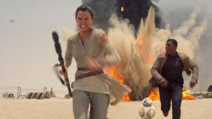 the belt to Rey (Daisy Ridley in Star Wars VII : The awakening of the force - Movie Outfits and Products