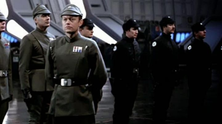 the black cap of an Imperial officer in Star Wars VI : return of the Jedi