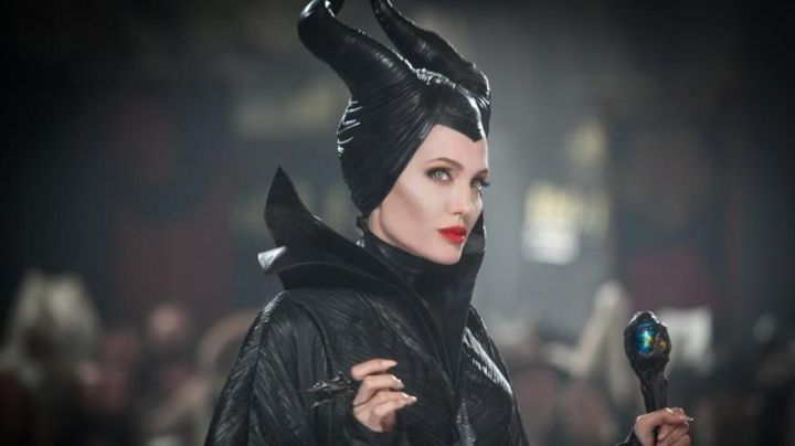 the black costume of Maleficent (Angelina Jolie) in the movie Evil - Movie Outfits and Products