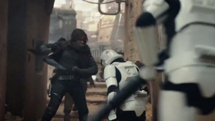 the black pants of Jyn Erso (Felicity Jones) in Rogue One: A Star Wars - Movie Outfits and Products