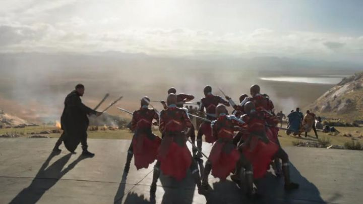the blades of Erik Killmonger (Michael B. Jordan) in a Black Panther - Movie Outfits and Products
