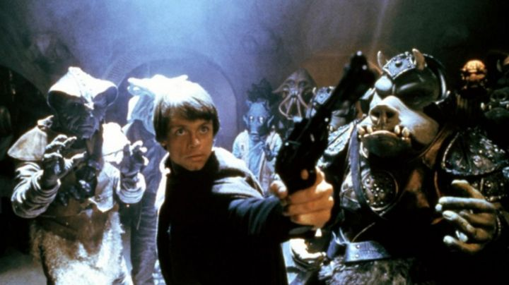 the blaster Luke Skywalker (Mark Hamill) in Star Wars VI : return of The Jedi, to the Palace of Jabba - Movie Outfits and Products