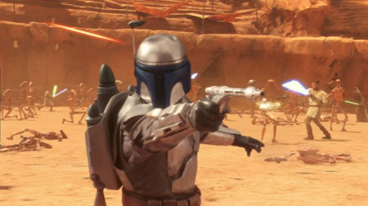 the blaster of Jango Fett in Star wars episode II : Attack of The clones - Movie Outfits and Products