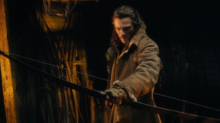 the bow and Arrow of Bard (Luke Evans) in The Hobbit : the battle of the five armies - Movie Outfits and Products