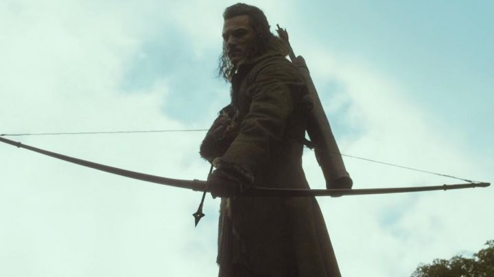 the bow and Arrow of Bard The Bowman (Luke Evans) in The Hobbit : the desolation of Smaug - Movie Outfits and Products