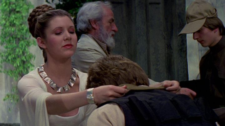 the bracelet of Princess Leia (Carrie Fisher) in Star wars