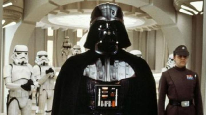 Fashion Trends 2021: the bust, life-size Darth Vader in Star Wars V : The empire against attack