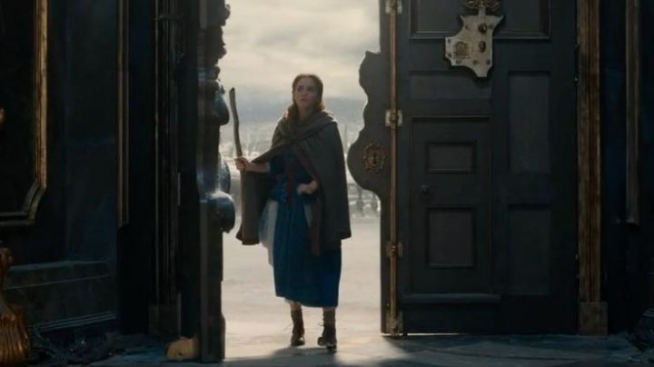 the cape grey hoody Emma Watson in beauty and the Beast - Movie Outfits and Products