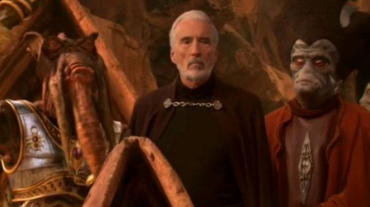 the cape of the Count Dooku (Christopher Lee) in Star Wars II : attack of The clones - Movie Outfits and Products