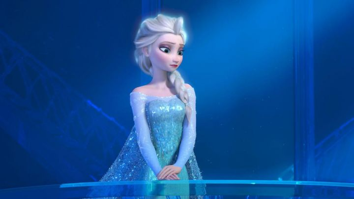 the costume for girl of Princess Elsa in The Snow Queen - Movie Outfits and Products