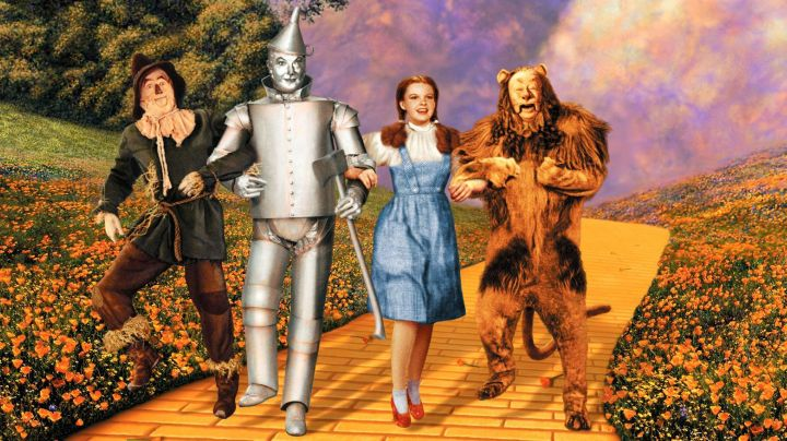 the costume of the King Shy (Bert Lahr) in The Wizard of Oz (1939) - Movie Outfits and Products