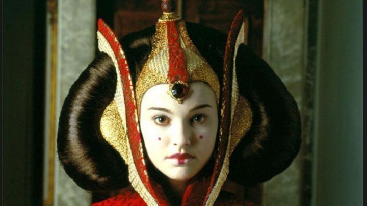 the cuff of Padmé Amidala (Natalie Portman) in Star Wars I : The phantom Menace - Movie Outfits and Products