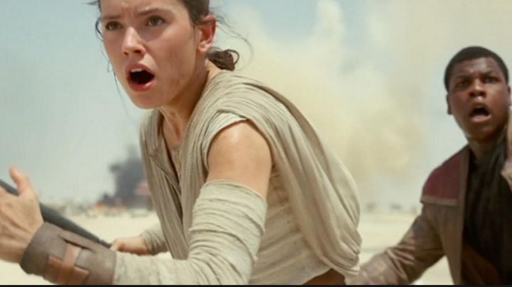 the cuff of Rey (Daisy Ridley in Star Wars VII : The awakening of the force - Movie Outfits and Products