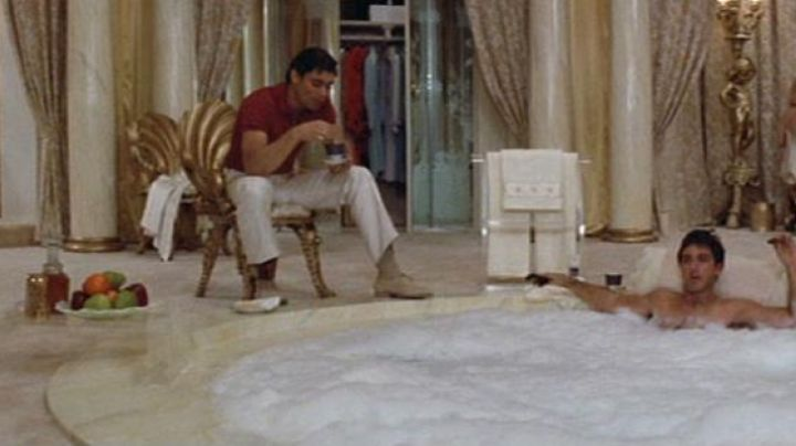 the decanter shot of Tony Montana (Al Pacino) in Scarface movie