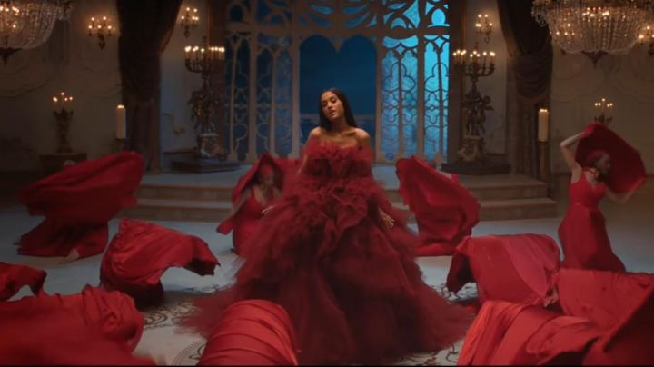 """Fashion Trends 2021: the dress Ariana Grande in the music video for """"Beauty and the Beast"""""""
