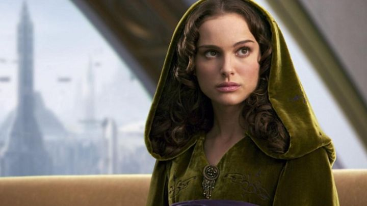 the dress velvet, Padmé Amidala (Natalie Portman) in Star Wars III : revenge of The Sith - Movie Outfits and Products