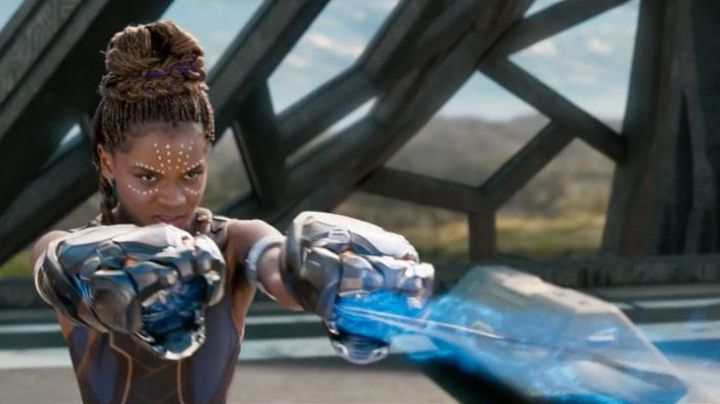 the fists in Vibranium Shuri (Letitia Wright) in Black Panther Movie