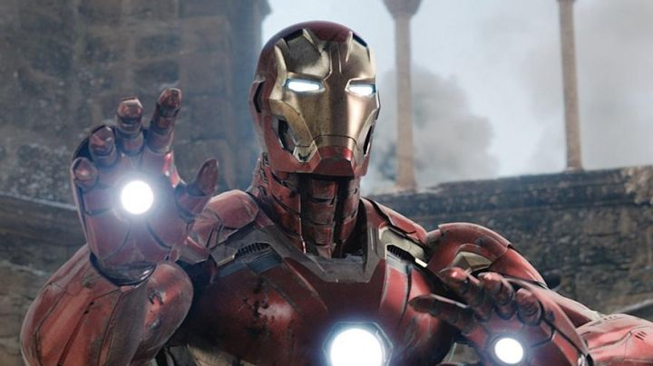 the glove of Tony Stark / Iron Man (Robert Downey Jr) in the Avengers : Age of Ultron - Movie Outfits and Products