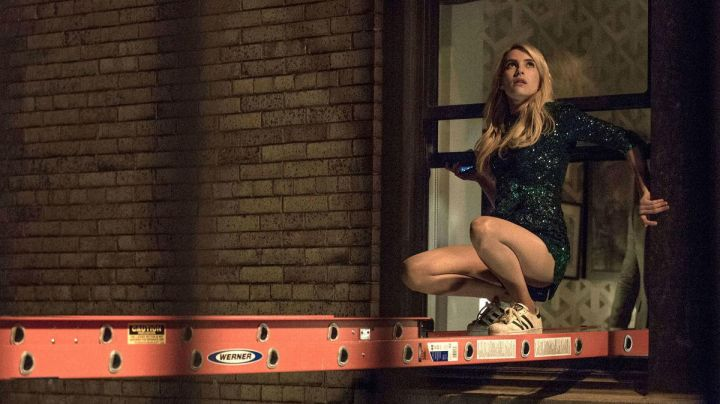 Fashion Trends 2021: the green dress sequined Vee Delmonico's (Emma Roberts) in Nerve