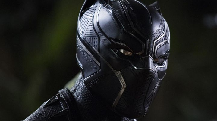 the helmet You Challa / Black Panther (Chadwick Boseman) in a Black Panther Movie
