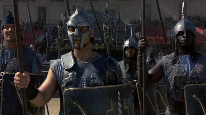the helmet gladiator Maximus Decimus (Russell Crowe) in Gladiator - Movie Outfits and Products