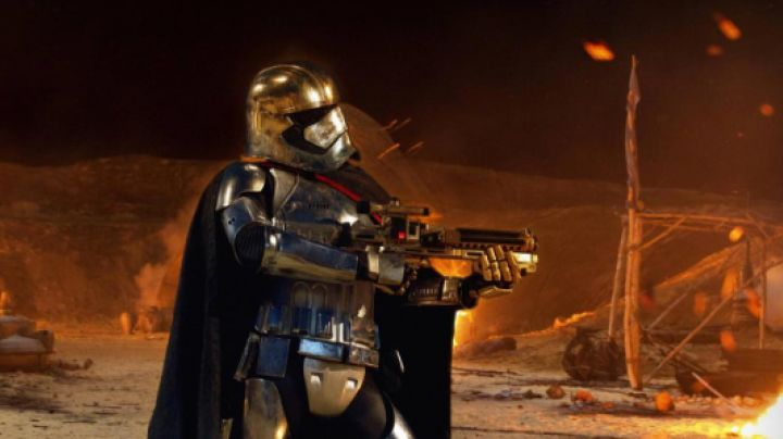Fashion Trends 2021: the helmet of Captain Phasma in Star wars VII : The awakening of the force
