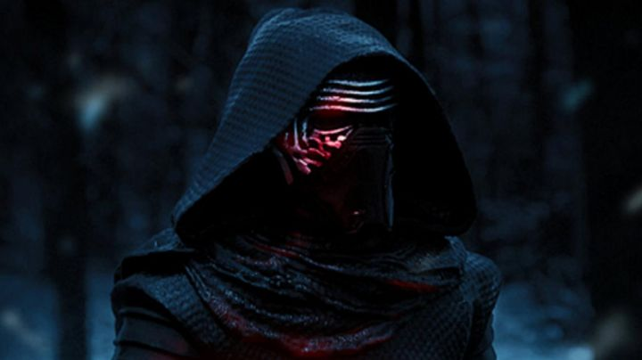 the helmet of Kylo Ren (Adam Drvier) in Star Wars VII : The awakening of the Force - Movie Outfits and Products