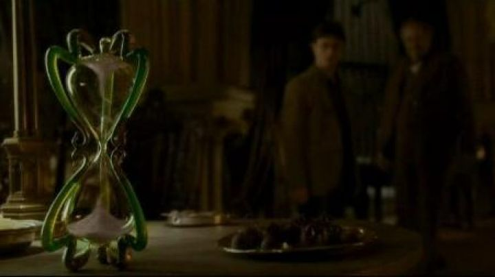 the hourglass from Professor Horace Slughorn (Jim Broadbent) in Harry Potter and the half-blood prince Movie