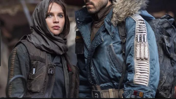 the jacket and the vest Jyn Erso (Felicity Jones) in Rogue One: A Star Wars - Movie Outfits and Products
