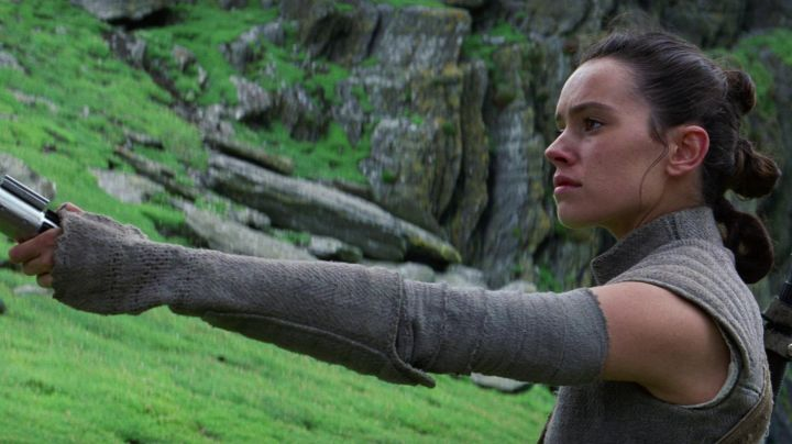 the jacket of Rey (Daisy Ridley in Star Wars : awakening of the force - Movie Outfits and Products