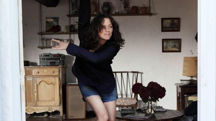 the jean shorts of Carlotta (Marion Cotillard) in The Ghosts of Ishmael - Movie Outfits and Products