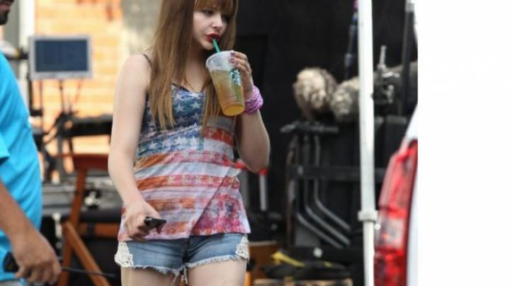 the jean shorts of Teri (Chloe Grace Moretz) in Equalizer - Movie Outfits and Products