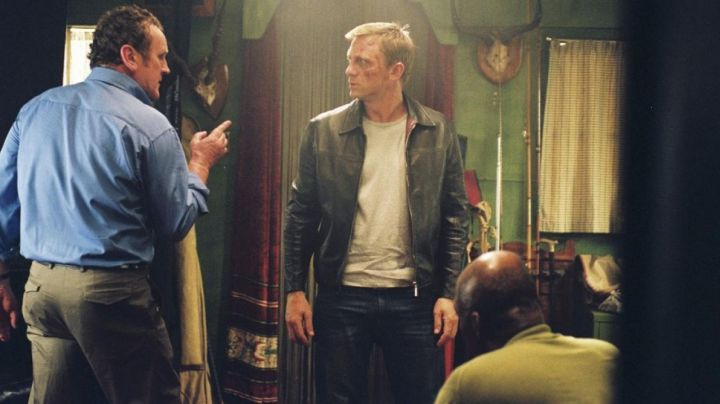 Fashion Trends 2021: the leather jacket with red lining of XXXX (Daniel Craig) in Layer Cake