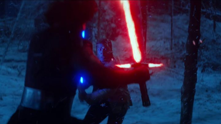 the lightsaber of Kylo Ren (Adam Drvier) in Star Wars VII : The awakening of the Force - Movie Outfits and Products