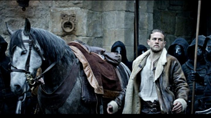 the mantle of Charlie Hunnam in The King Arthur: The Legend of Excalibur - Movie Outfits and Products