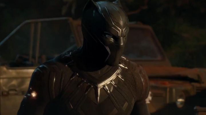 the mask of Black Panther (Chadwick Boseman) in a Black Panther - Movie Outfits and Products