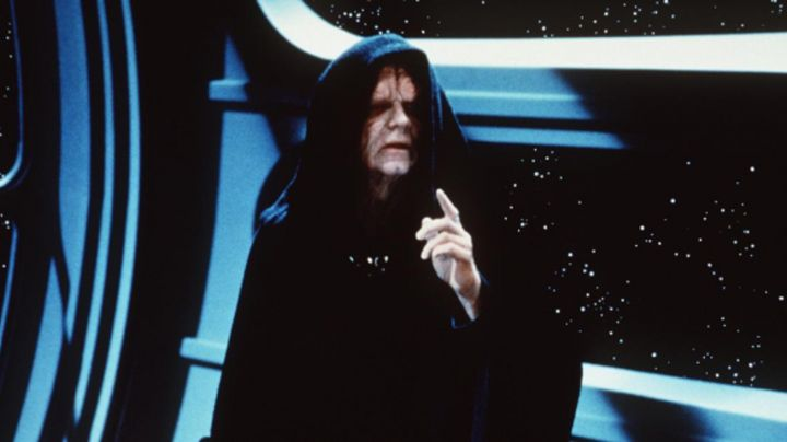 Fashion Trends 2021: the mask of the emperor Palpatine in Star Wars I : The phantom menace