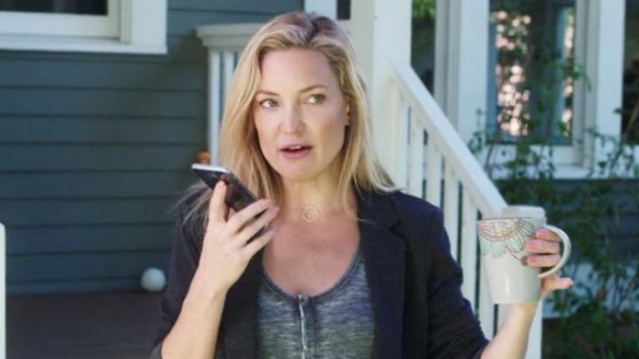 the mobile phone of Jesse (Kate Hudson) in Happy mother's day - Movie Outfits and Products