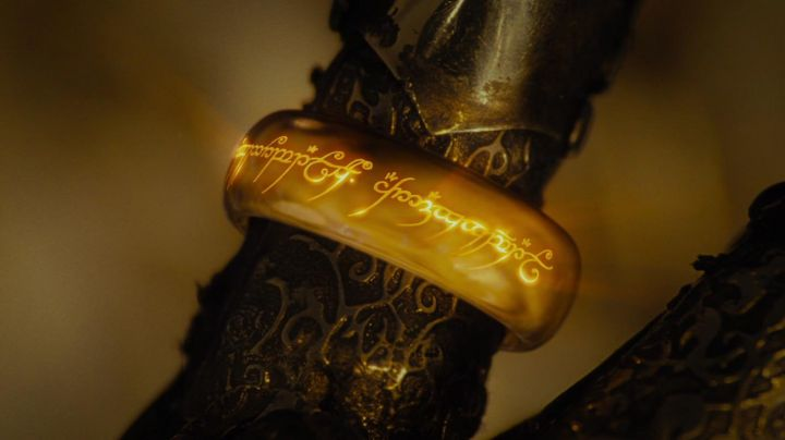 the one Ring in the Lord of The Rings : the fellowship of The ring - Movie Outfits and Products