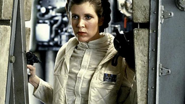 the outfit of Princess Leia (Carrie Fisher) in Star Wars Episode V : The Empire strikes back - Movie Outfits and Products