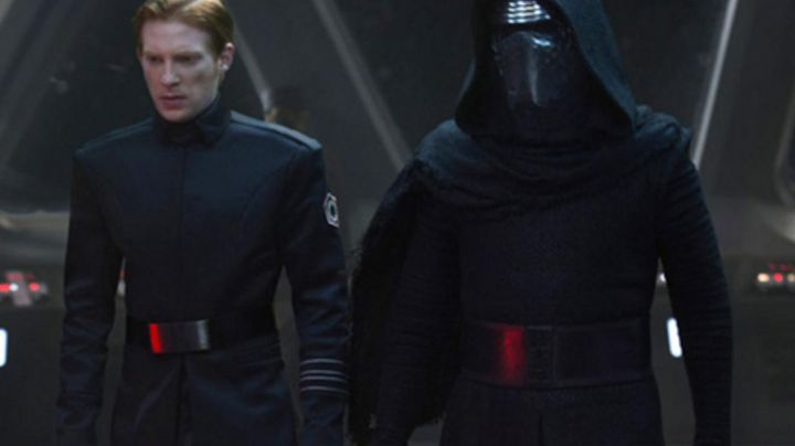 Fashion Trends 2021: the patch crest General Hux (Domhnall Gleeson in Star Wars VII : The awakening of the force