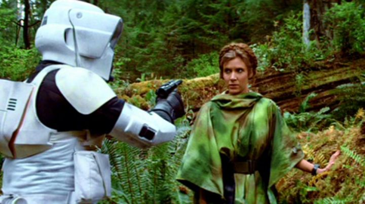 the poncho camouflage from Princess Leia (Carrie Fisher) in star wars - Movie Outfits and Products