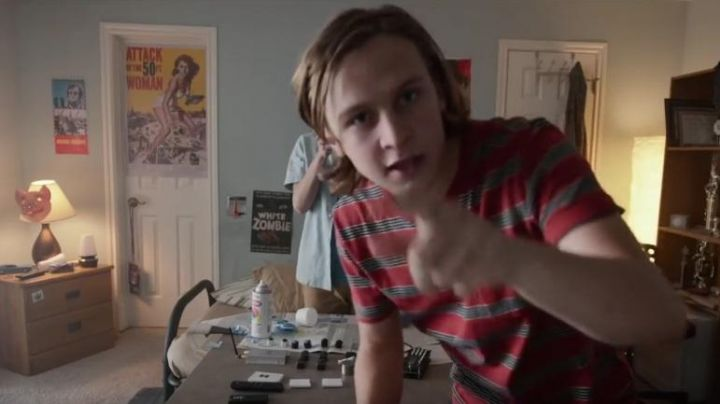 "the post White zombie the view from the room, Ethan (Logan miller) in the movie "" the good neighbor - Movie Outfits and Products"