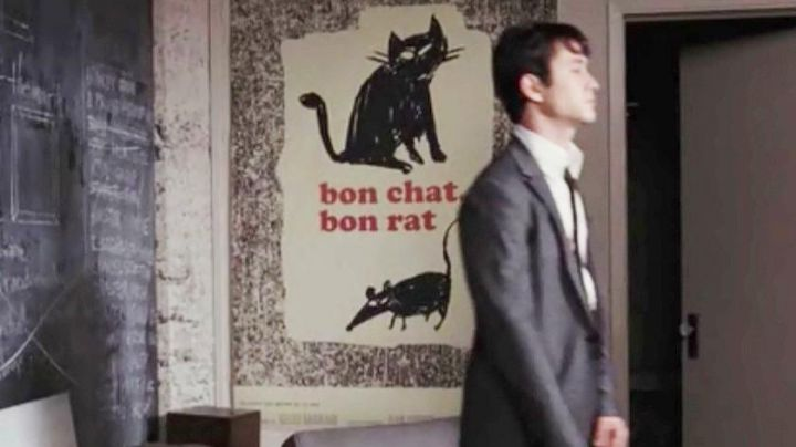 the poster for Good Cat Good Rat seen in 500 days together, with Joseph Gordon-Levitt and Zooey Deschanel - Movie Outfits and Products