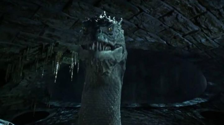 the reptile gigantic Basilisk in Harry Potter and the chamber of secrets - Movie Outfits and Products