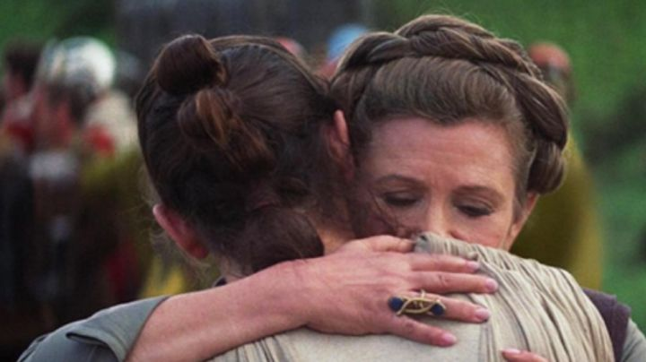 the ring of Leia (Carrie Fisher) in Star Wars VII : The awakening of the force - Movie Outfits and Products