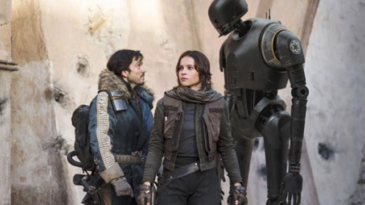 The scarf Jyn Erso (Felicity Jones) in Rogue One: A Star Wars - Movie Outfits and Products
